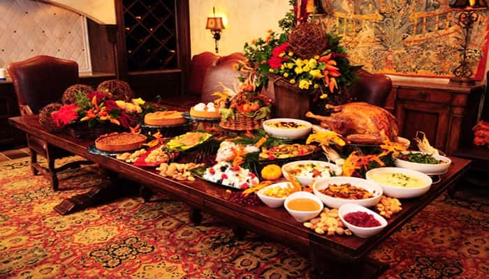 how to host a thanksgiving dinner